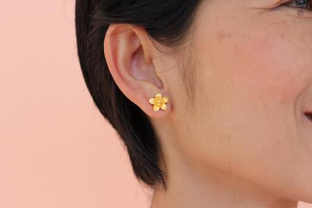 Floral Earrings in 23k gold