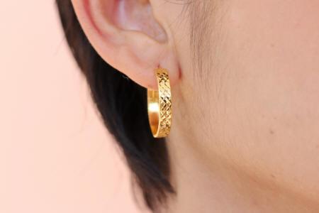 18k gold diamond cut hoop earrings
