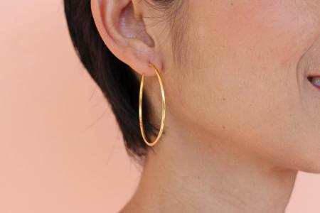 18k gold medium hoop earrings