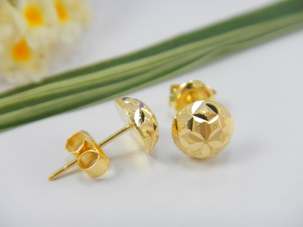 E 109 Solid 18k Gold Highly Polished 8 Mm Flat Back Stud Earrings Simple Elegant And Comfortable To Wear Completely Hand Made Weight Is Grams Price